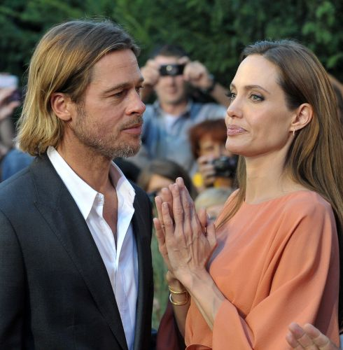 Brad Pitt e Angelina Jolie no tapete vermelho do Festival de Cinema de Sarajevo, na Bósnia. A atriz recebeu um homenagem especial no evento por ter dirigido o filme