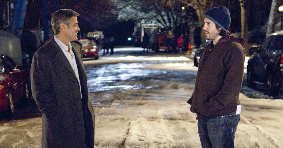 George Clooney e o diretor Jason Reitman conversam no set de gravao de 