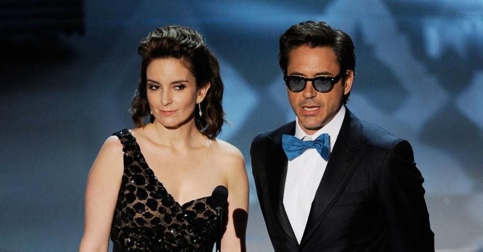 Tina Fey e Robert Downey Jr. apresentam uma categoria na 82ª cerimônia de entrega dos prêmios Oscar