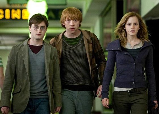 Daniel Radcliffe, Rupert Grint e Emma Watson em Harry Potter e as Rel�quias da Morte