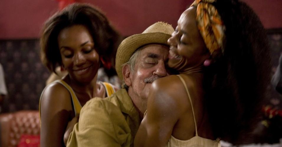 Paulo José contracena com duas atrizes no filme