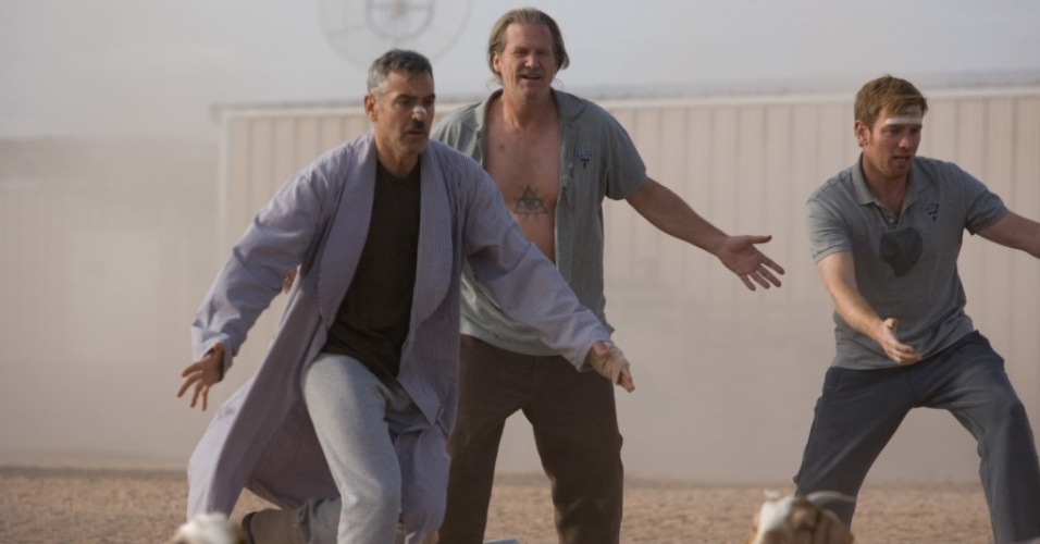 George Clooney, Jeff Bridges e Ewan McGregor em cena de ''Homens que Encaravam Cabras''