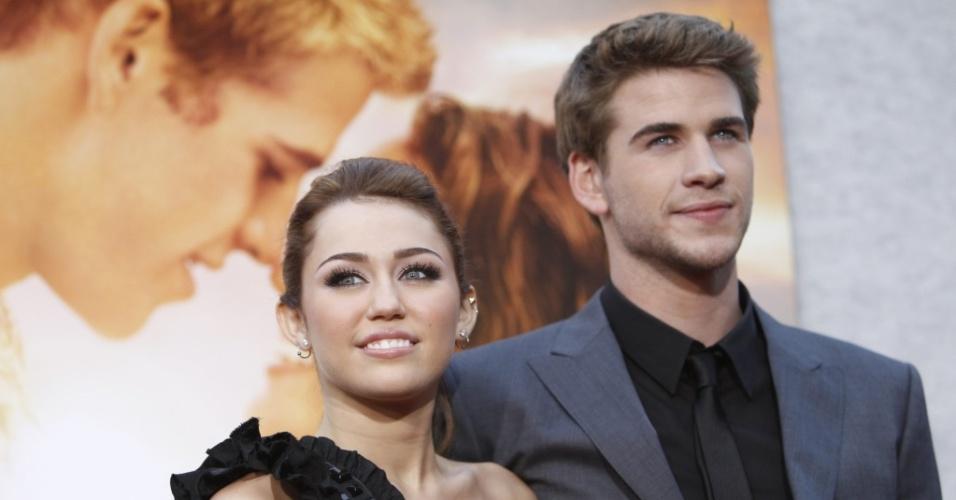 Miley Cyrus e Liam Hemsworth participam da première de ''A Última Música'', nos EUA