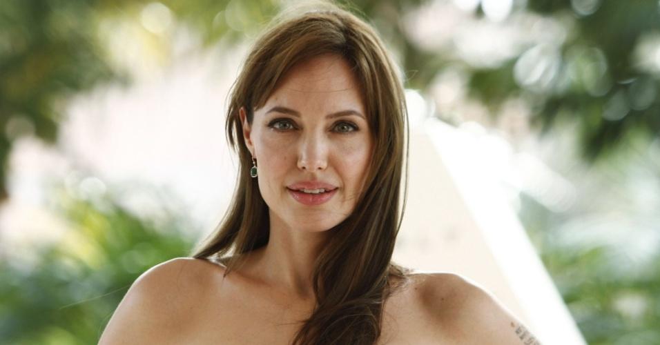 Angelina Jolie apresenta