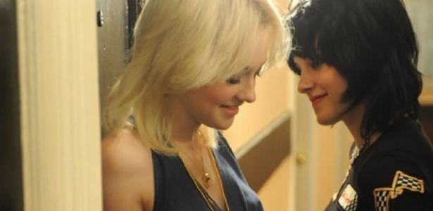 Dakota Fanning e Kristen Stewart são Cherie Currie e Kristen Stewart em ''The Runaways''