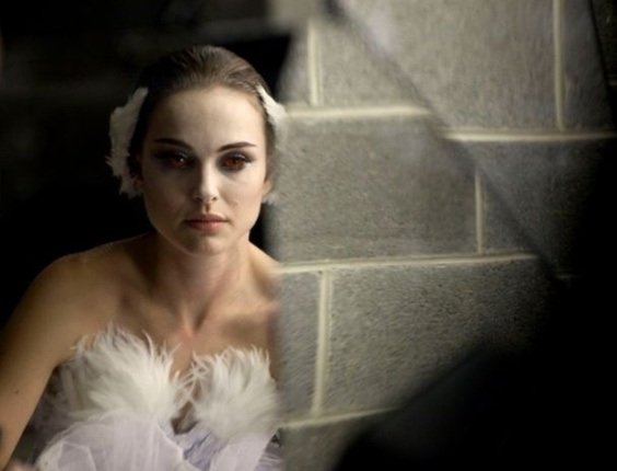 A atriz Natalie Portman interpreta uma bailarina no drama psicolgio 