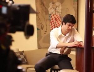 Mateus Solano grava cena do filme ''A Novela das Oito