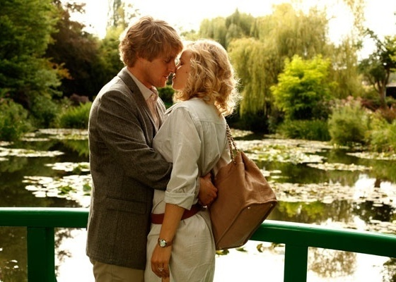 "Owen Wilson e Rachel McAdams no filme ""Midnight in Paris"", de Woody Allen"