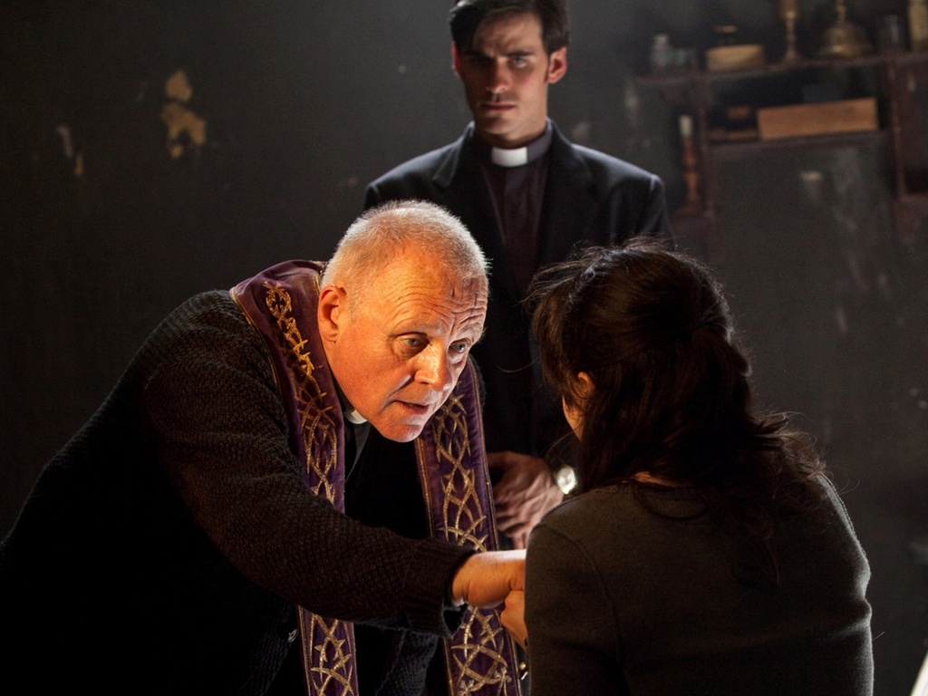 Anthony Hopkins interpreta um padre exorcista em