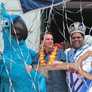 Blu, personagem da animação Rio, participa da cerimônia de entrega das chaves da cidada ao Rei Momo (4/3/2011)