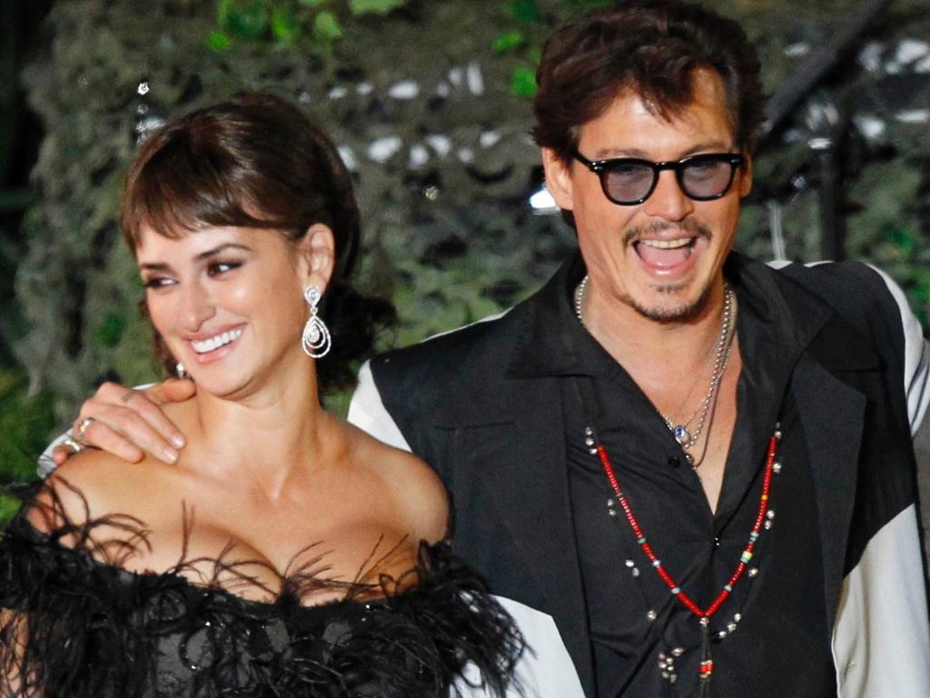 Penelope Cruz e Johnny Depp durante pré-estreia de