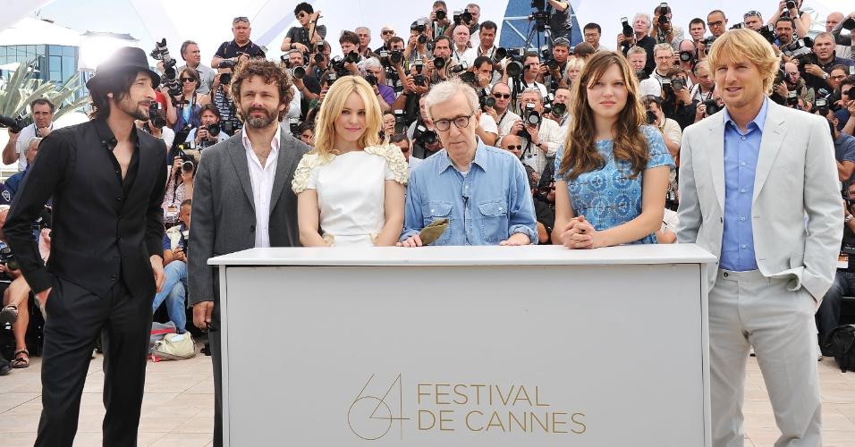 Da esq. para a dir.: Adrien Brody, Michael Sheen, Rachel McAdams, Woody Allen, Lea Seydoux e Owen Wilson participam da sessão de