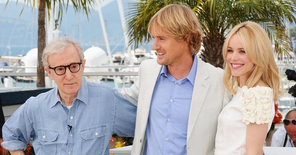 Da esq. para dir.: Woody Allen, Owen Wilson e Rachel McAdams posam para foto durante o Festival de Cannes (11/05/2011)