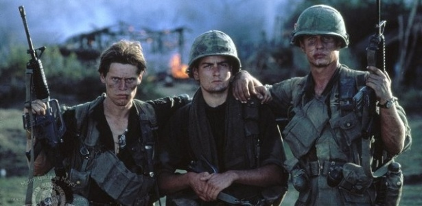 Willem Dafoe, Charlie Sheen e Tom Berenger em