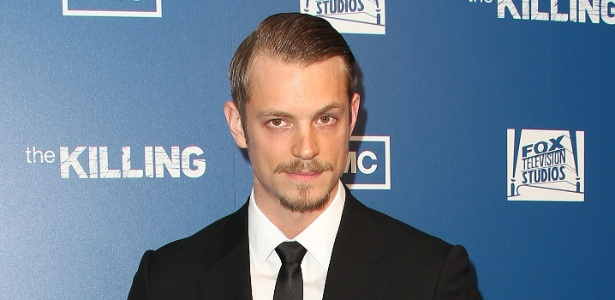 O ator Joel Kinnaman comparece &#224; pr&#233;-estreia de &#34;The Killing&#34;, em Los Angeles (21/03/2011)
