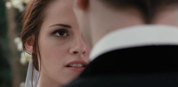 Cena do filme A Saga Crepúsculo: Amanhecer - Parte 1, que mostra o casamento de Bella (Kristen Stewart) e Edward (Robert Pattinson)