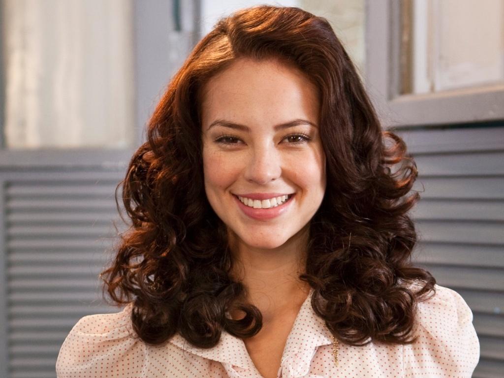 Paola Oliveira como a personagem título do filme