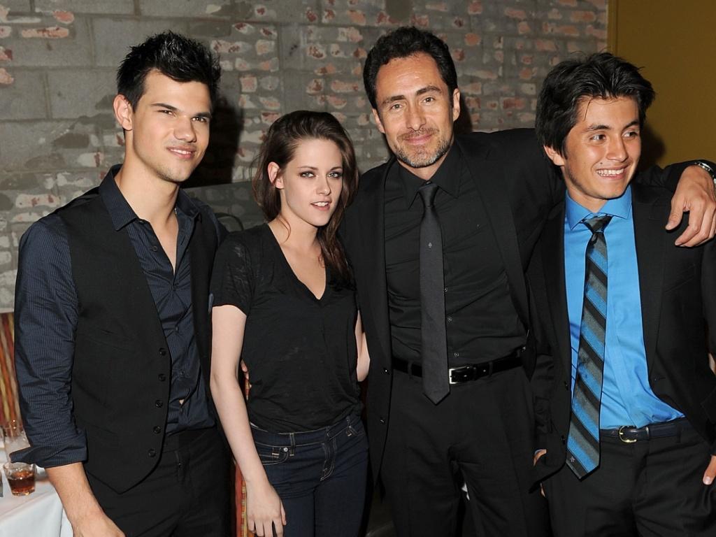 Taylor Lautner, Kristen Stewart, Demian Bichir e Jose Julian comparecem à pré-estreia do filme