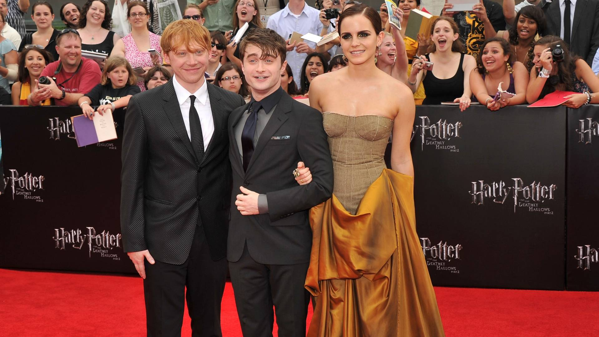 Rupert Grint, Daniel Radcliffe e Emma Watson chegam  pr-estreia de 