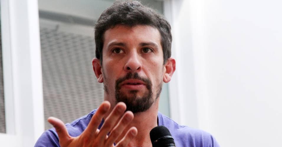 O ator Milhem Cortaz participa do debate sobre o curta,