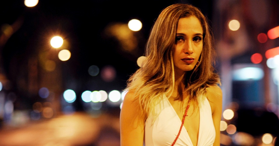 Camila Pitanga interpreta uma prostituta no filme &#34;Eu Receberia as piores not&#237;cias dos seus lindos l&#225;bios&#34; &#40;2011&#41;
