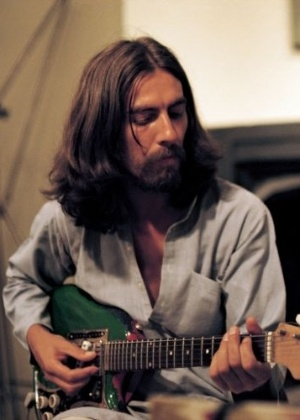 O documentário George Harrison: Living in the Material World, dirigido por Martin Scorsese, traça um retrato do Beatle silencioso