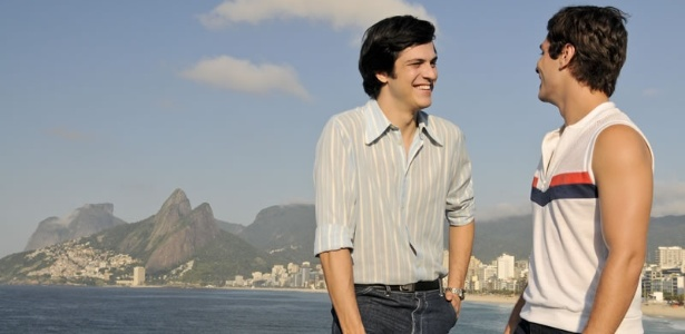 João Paulo (Mateus Solano) e Caio (Paulo Lontra) em cena de