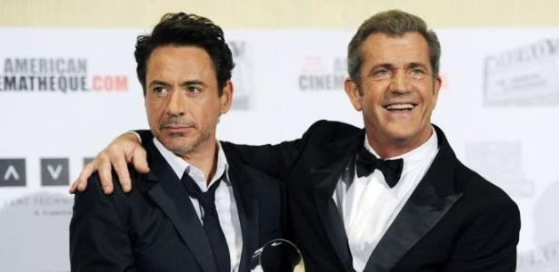 Robert Downey Jr. recebe de Mel Gibson homenagem por sua carreira no cinema (14/10/11)