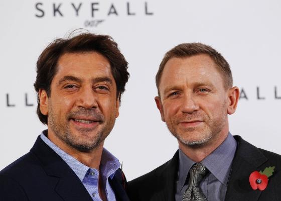 Javier Bardem e Daniel Craig durante an�ncio do 23� filme de James Bond, Skyfall, em Londres (03/11/2011)