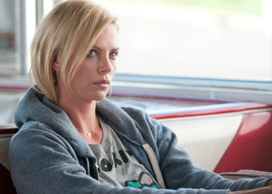 Charlize Theron em cena do filme &#34;Jovens Adultos&#34;