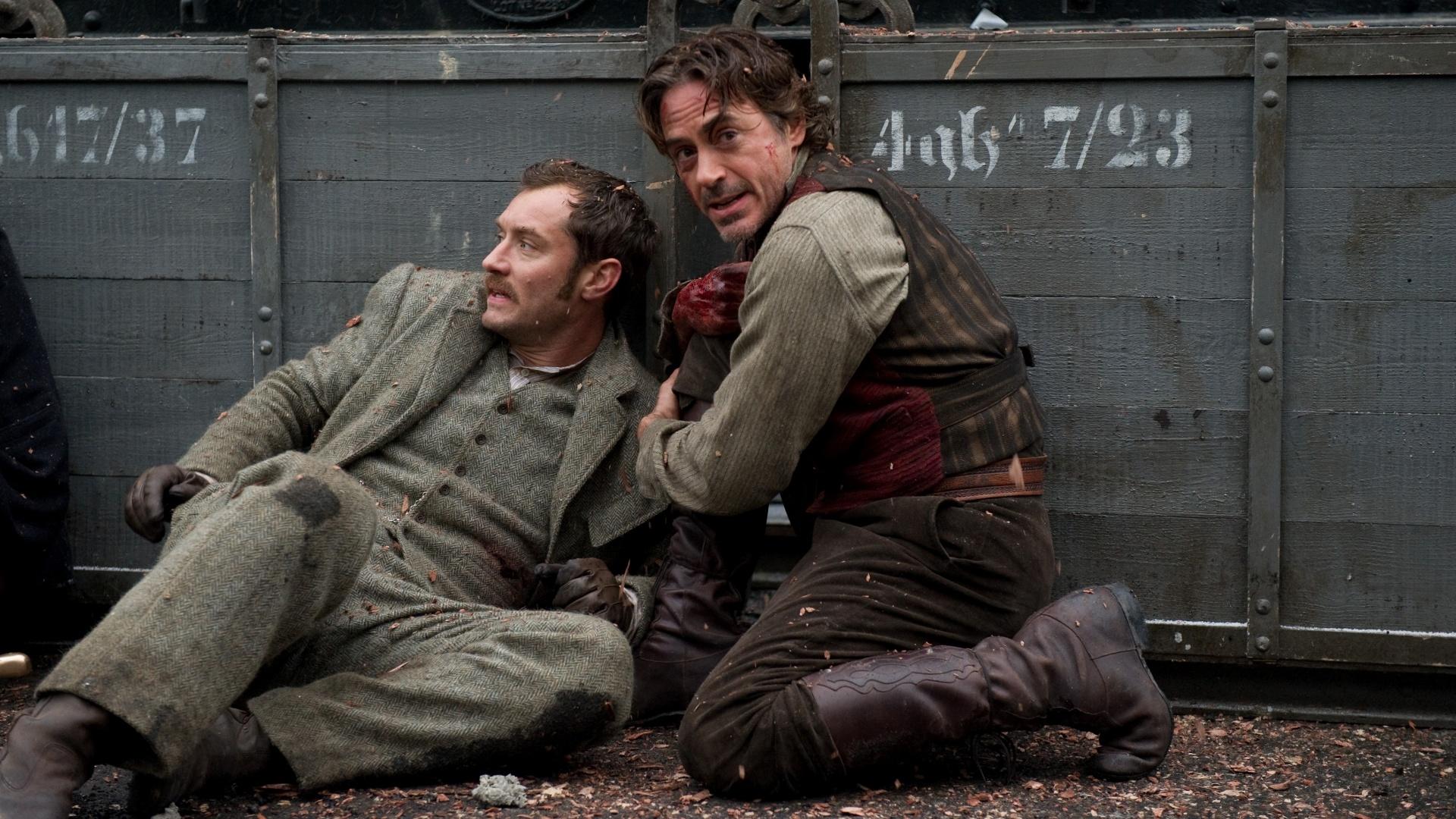 Jude Law e Robert Downey Jr. em cena de