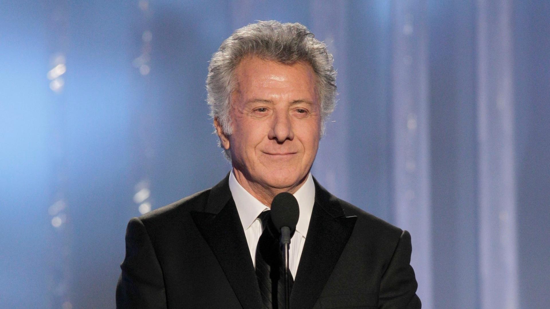 Ganhador de seis Globos de Ouro, Dustin Hoffman apresentou um dos prêmios da edição 2012 (15/1/12)