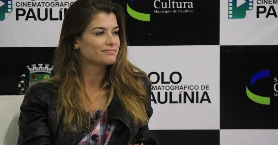 A atriz Alinne Moraes durante a entrevista coletiva do filme