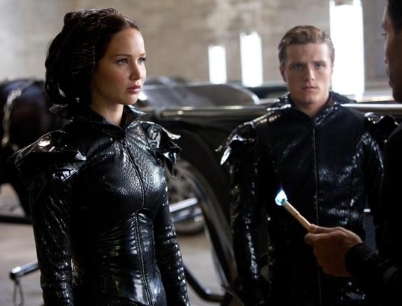 "Jennifer Lawrence e Josh Hutcherson em cena de ""Jogos Vorazes"", de Gary Ross"