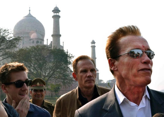 Arnold Schwarzenegger visita o Taj Mahal, na �ndia (03/02/12)