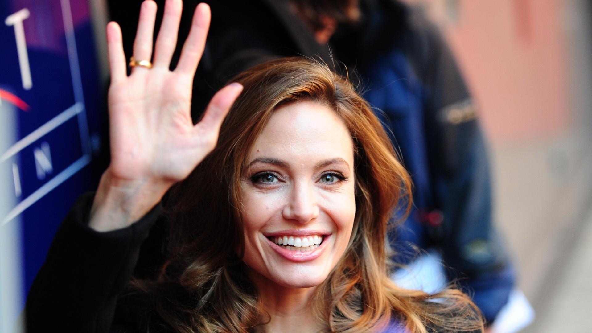 Angelina Jolie chega ao Festival de Berlim para promover seu primeiro filme como diretora,
