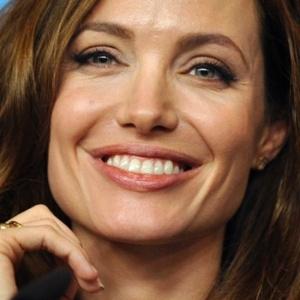 Angelina Jolie participa de entrevista coletiva no Festival de Berlim (11/212)