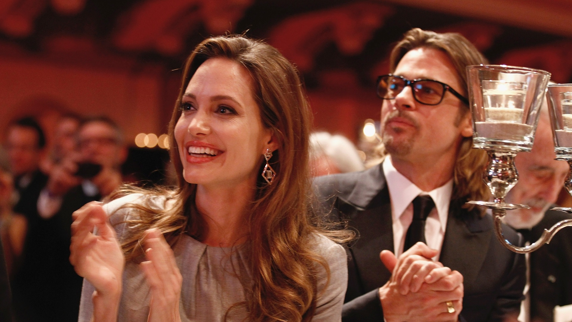 Angelina Jolie e Brad Pitt na cerimônia do evento Cinema for Peace durante o Festival de Berlim 2012 (13/2/12)