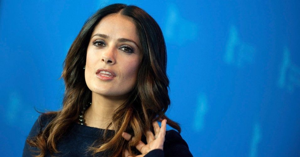 A atriz mexicana Salma Hayek posa antes da apresenta&#231;&#227;o de &#34;La Chispa de la Vida&#34; durante o Festival de Berlim 2012 &#40;15/2/12&#41;
