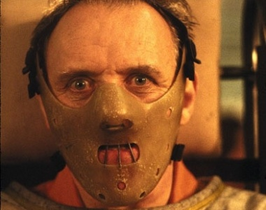 Anthony Hopkins interpretando o canibal Hannibal Lecter