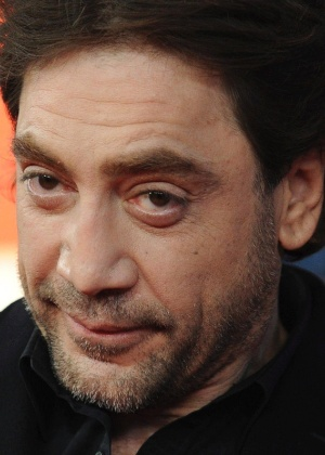 O ator espanhol Javier Bardem chega para a proje&#231;&#227;o de seu filme &#34;Hijos de las Nubes, la Ultima Colonia&#34; no Festival de Berlim 2012 (16/2/12)