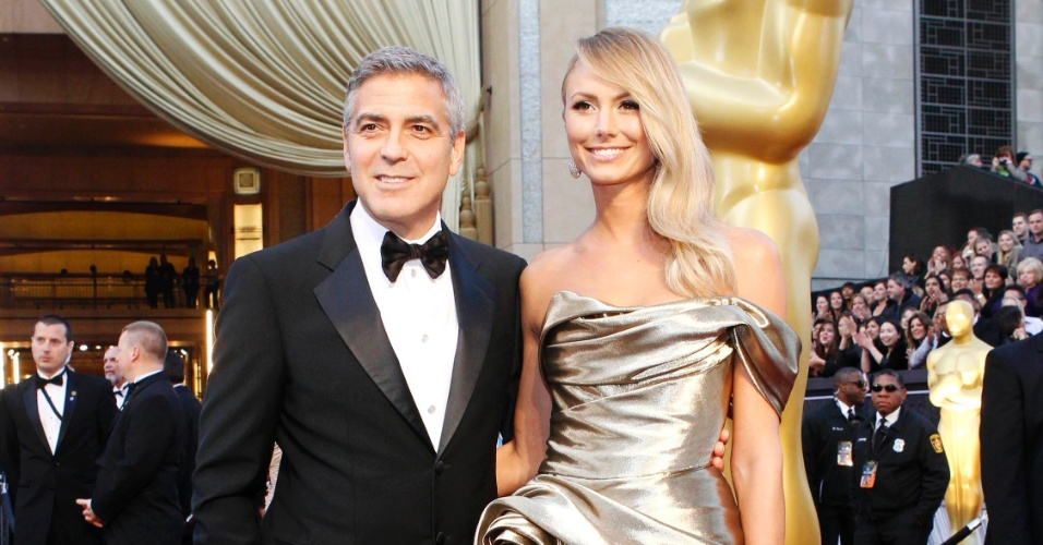 George Clooney chega ao Oscar 2012 com a namorada Stacy Keibler (26/2/12)