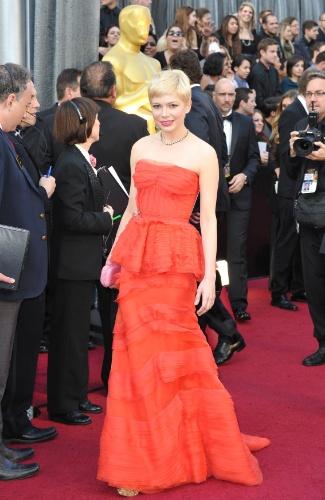 """Michelle Williamns, indicada ao Oscar de melhor atriz por """"Sete Dias com Marilyn"""", posa para fotos no tapete vermelho do Oscar 2012 (26/2/12)"""