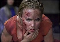 Radha Mitchell em cena de terror em Silent Hill