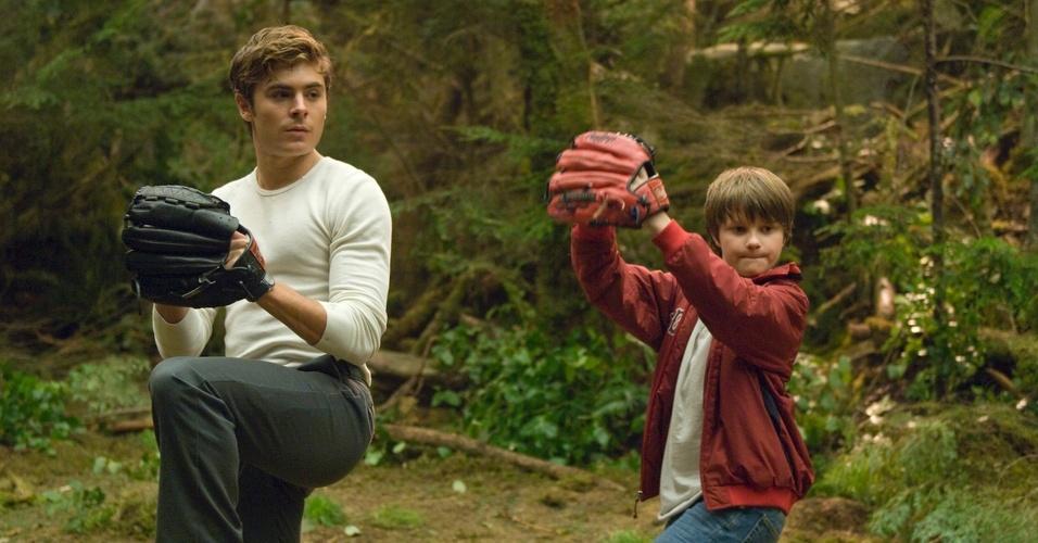 Em seu filme mais recente, ''A Morte e a Vida de Charlie'' (foto), Zac Efron se arriscou em um drama sem usar seus talentos musicais. Mesmo assim, continua sendo lembrado pela performance animada de Troy, da franquia ''High School Musical''