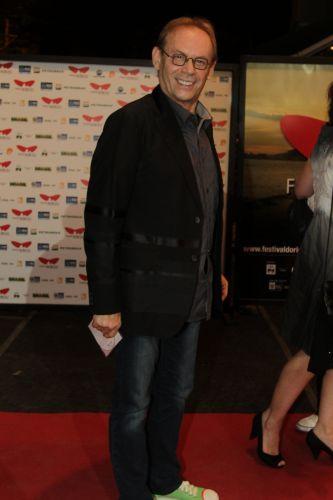 José Wilker chega para pré-estreia do filme