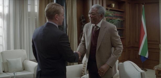 Matt Damon como Francois Pienaar e Morgan Freeman como Nelson Mandela em