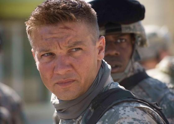 Jeremy Renner faz o papel do sargento especial William James em ''Guerra ao Terror''