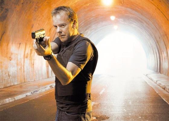 """O personagem Jack Bauer (Kiefer Sutherland) aparece em ação na série """"24 Horas"""""""