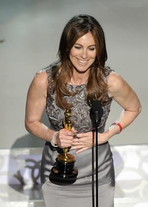 """Kathryn Bigelow recebe o Oscar de melhor direção por """"Guerra ao Terror"""" (07/03/2010)"""